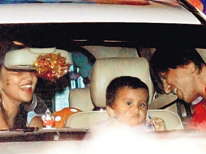 Vivek Oberoi with wife Priyanka Alva and son Vivaan Veer were also spotted. (HT PHOTO)