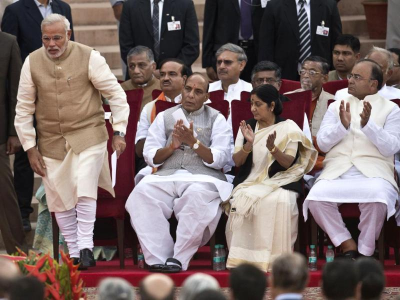 Narendra Modi is called up to take the oath of office to be sworn in as India's Prime Minister as his future cabinet ministers applaud in New Delhi. (AFP photo)