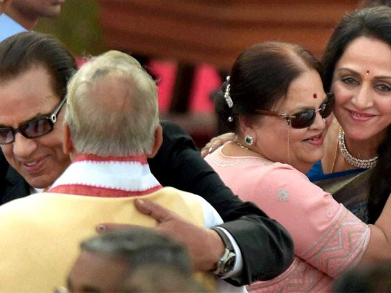 MM Joshi, Dharmendra, Kokilaben and Hema Malini exchange greetings at the swearing-in ceremony of the NDA government at Rashtrapati Bhavan in New Delhi. (PTI Photo)