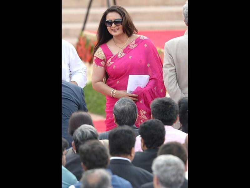 Bollywood actor Poonam Dhilon arrives to attend the swearing-in ceremony for new Indian Prime Minister Narendra Modi and his cabinet ministers at the Presidential Palace in New Delhi. (AFP)