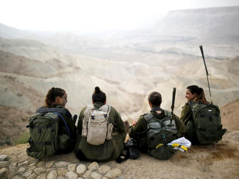 Israeli soldiers of the Caracal battalion rest after finishing a 20-kilometre march in Israel's Negev desert, near Kibbutz Sde Boker, marking the end of their training. (Reuters Photo)