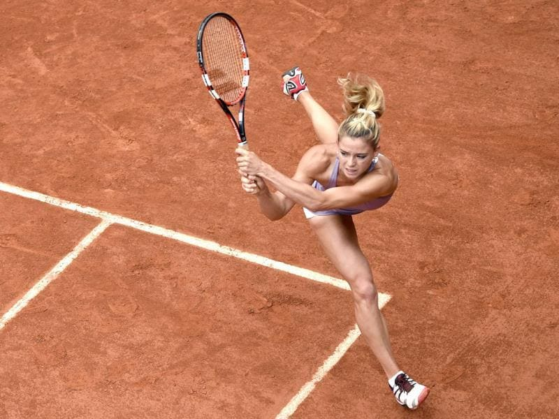 Italy's Camila Giorgi returns the ball to Russia's Svetlana Kuznetsova during their French Open second round match at the Roland Garros stadium in Paris. (AFP Photo)