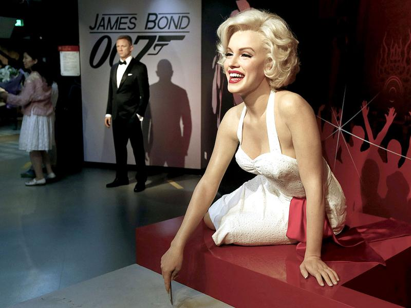 A wax figure of the late actress Marilyn Monroe is displayed at the Madame Tussauds museum in Beijing, China. The exhibition which features wax representations of international personalities opened to the public on 31 May. (EPA Photo)