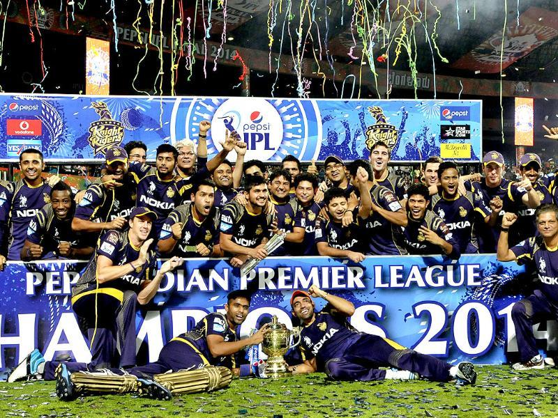Kolkata Knight Riders players celebrate with the trophy after their victory against Kings XI Punjab in the IPL final match at M Chinnaswamy Stadium, Bangalore. (Gurpreet Singh/HT Photo)