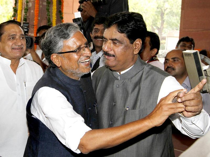 A file photograph of Gopinath Munde arriving at the BJP parliamentary party meeting in New Delhi. Munde died on June 3 following a car crash.(Arvind Yadav/HT Photo)