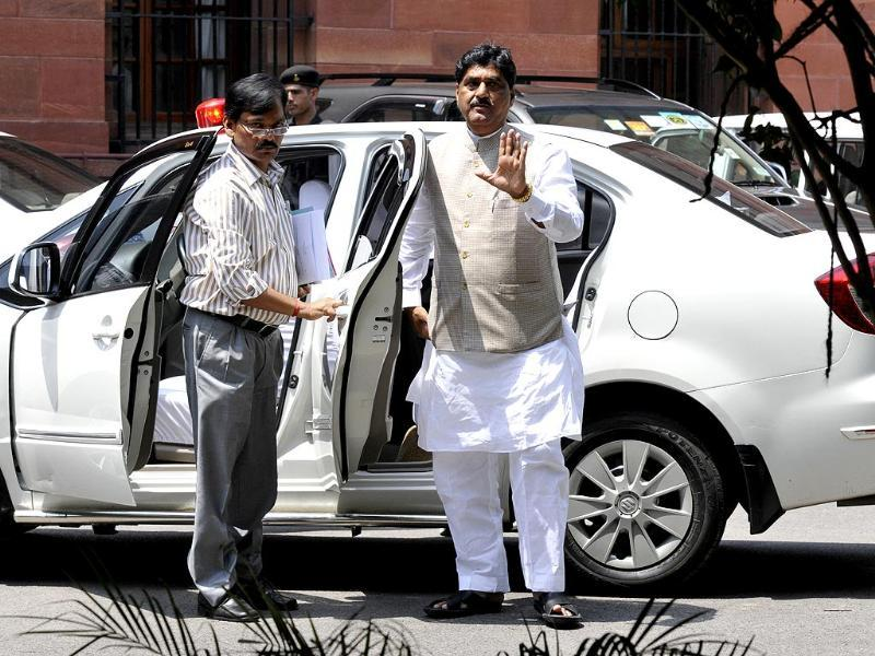 File Photo: Gopinath Munde arrives at North Block, the seat of government in New Delhi. He died on June 3 following a car crash. (Sonu Mehta/HT Photo)