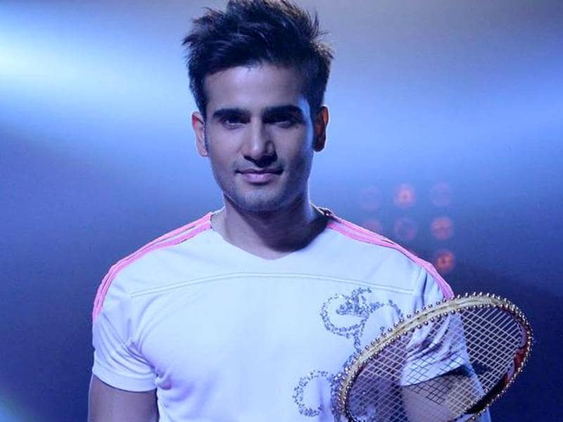 Hearthrob of many, Karan Tacker says he is happy to share the space with Madhuri Dixit. Karan will be accompanied by choreographer Suchitra. (Photo courtesy: Colors)
