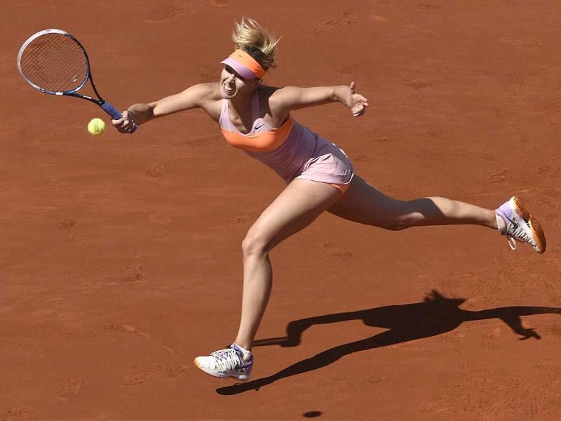 Russia's Maria Sharapova returns the ball to Canada's Eugenie Bouchard during their French tennis Open semi-final match at the Roland Garros stadium in Paris. (AFP Photo)