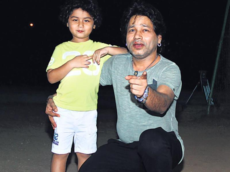 Kailash Kher played a friendly T20 cricket match against a team led by actor Suniel Shetty. Here he is seen with son Kabeer. HT Photo/ Prodip Guha