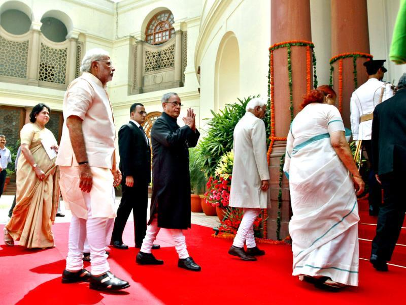 President Pranab Mukherjee arrives with Prime Minister Narendra Modi, Vice President Hamid Ansari and Lok Sabha Speaker Sumitra Mahajan to address the joint session of Parliament in New Delhi. (HT Photo/Ajay Aggarwal)