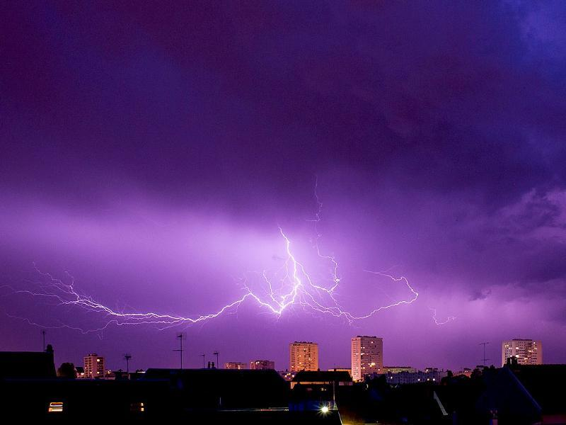 A lightning strike during a thunderstorm over the city of Tours, central France. (AFP photo)