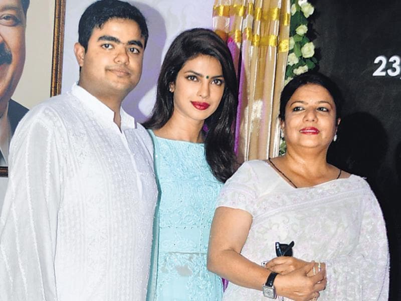 Priyanka Chopra, her brother Siddharth, mother Madhu were at a ceremony in which a road in Juhu was named after Priyanka's father, Lt Col Dr Ashok Chopra. (HT Photo/ Yogen Shah)