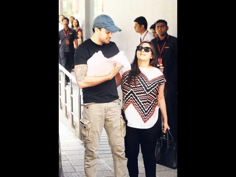 Imran Khan and wife Avantika Malik left the Khar hospital on Thursday afternoon post the birth of their baby girl. (Photo: Prodip Guha)