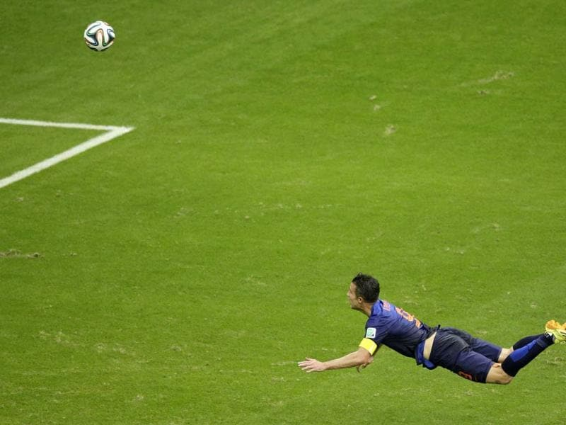 Robin van Persie scores a brilliant looping header to equalise the 44th minute. (AP Photo)