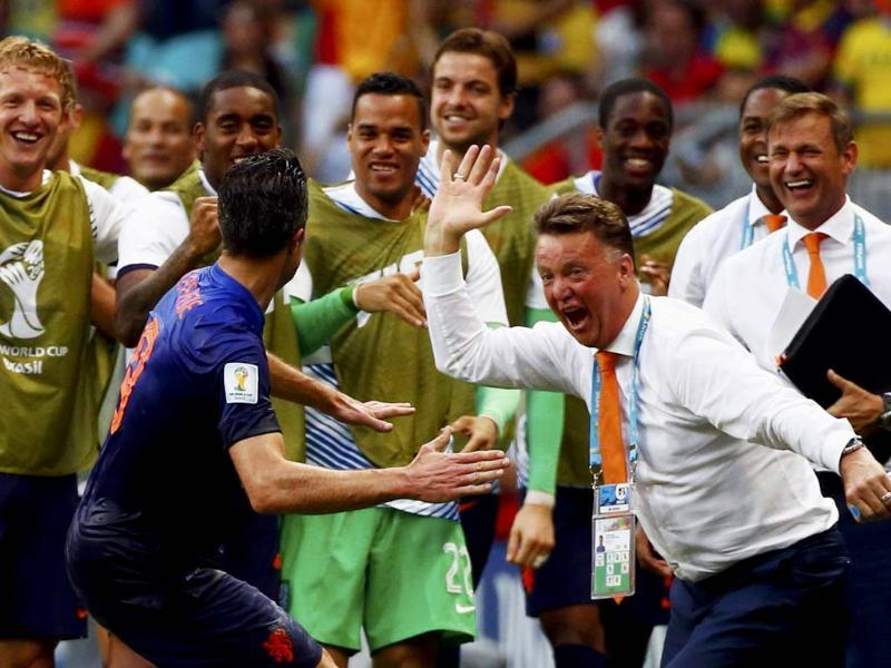 Robin van Persie celebrates his goal with an epic high-five with coach Louis van Gaal. (Reuters Photo)