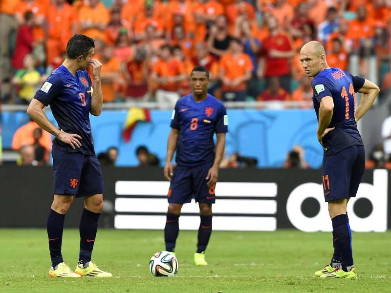 Robin van Persie (left) and Arjen Robben prepare to restart after Xabi Alonso scored the opening goal. (AP Photo)