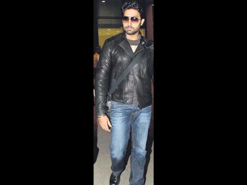 Abhishek Bachchan was also spotted at the airport with his family sporting a leather jacket. (HT Photo/ Yogen Shah)