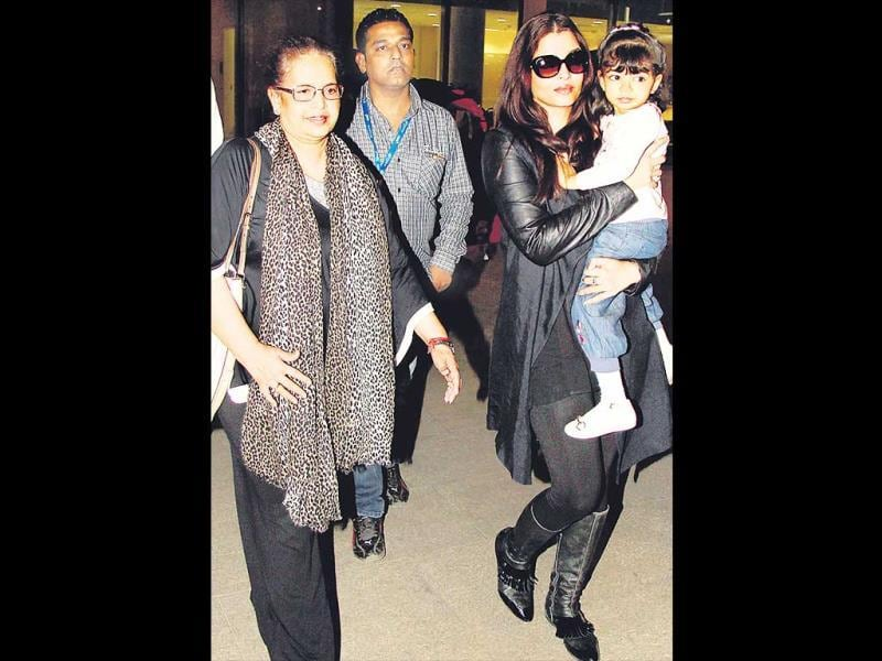 Aishwarya Rai Bachchan was spotted at the airport with her daughter, Aaradhya, and mother Vrinda Rai. (HT Photo/ Yogen Shah)