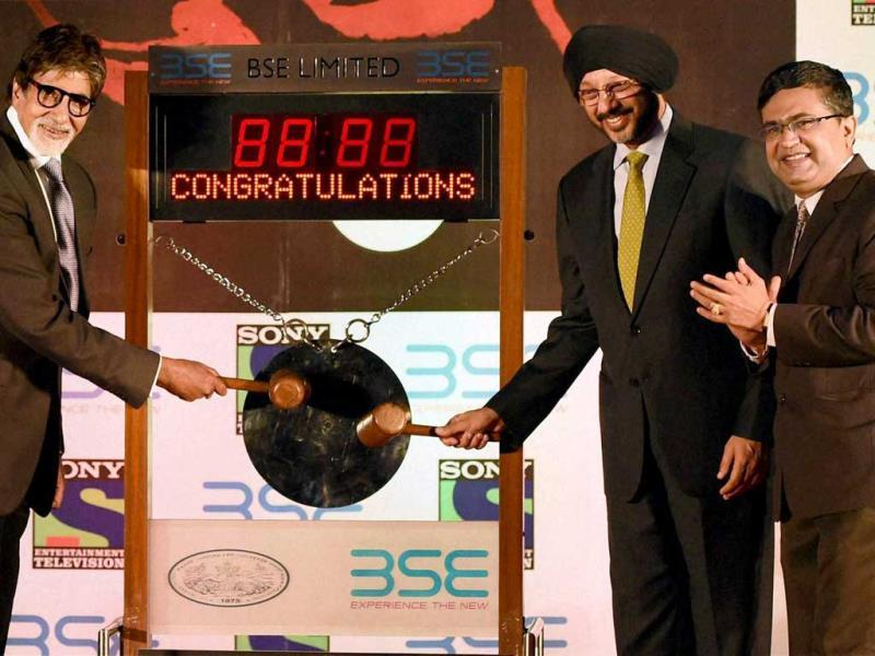 Amitabh Bachchan rings the bell at BSE along with CEO of Sony Entertainment, NP Singh and MD & CEO, BSE, Ashish Chauhan during a promotional event of his TV show Yudh in Mumbai. (PTI Photo)