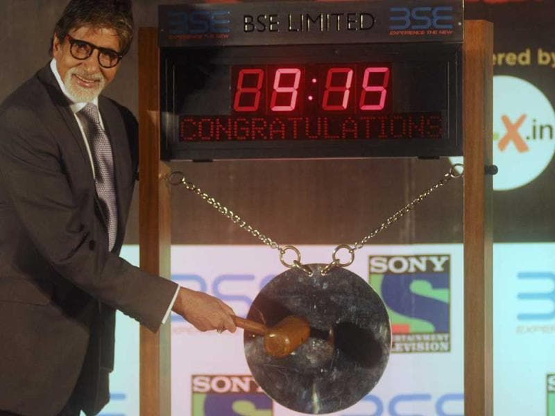 Amitabh Bachchan sounds the opening gong at the Bombay Stock Exchange in Mumbai. (AFP PHOTO)