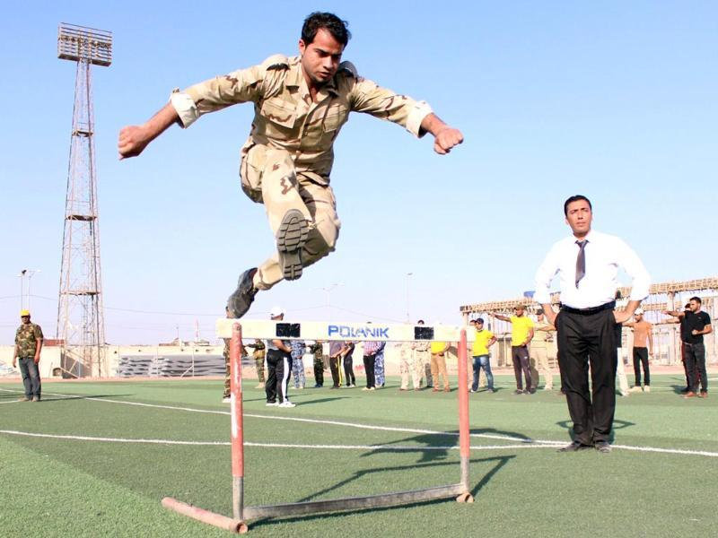 An Iraqi man who volunteered to join the battle against jihadist-led Sunni militants takes part in a training organised by the Islamic Supreme Council of Iraq (ISCI), an Iraqi Shiite political party, in the southern city of Basra. (AFP Photo)