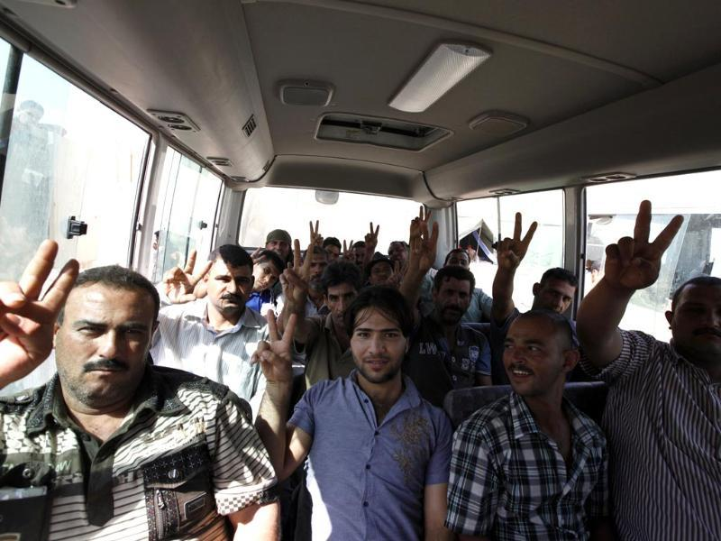 Volunteers, who have joined the Iraqi army to fight against the predominantly Sunni militants from the radical ISIL, pose in a bus in Baghdad. (Reuters Photo)