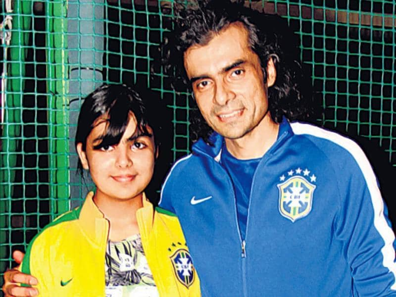 Jab We Met director Imtiaz Ali spotted with daughter Ida at an event in Mumbai. (HT Photos/Yogen Shah)