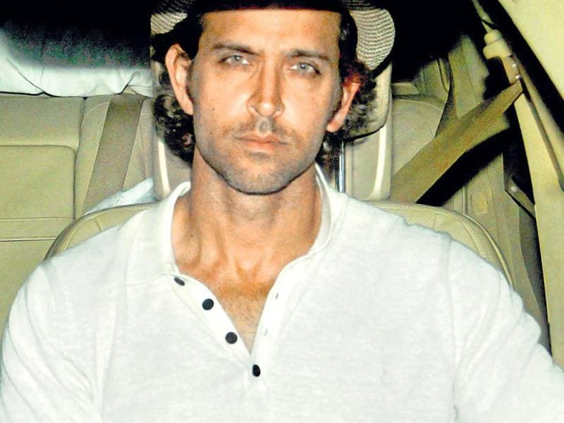 Hrithik Roshan was spotted in Mumbai. He recently returned from a trip to London. (HT Photo/Yogen Shah)