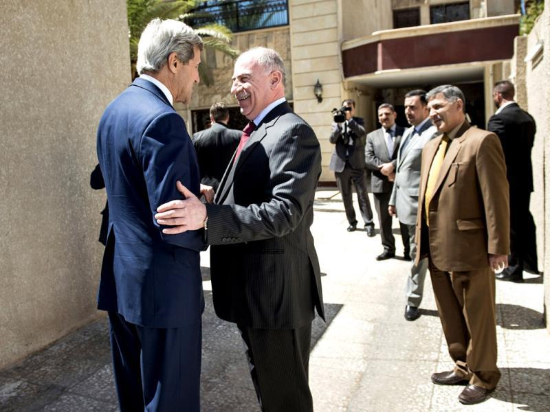 Iraqi speaker of parliament Usama al-Nujayfi greets John Kerry. (Reuters photo)