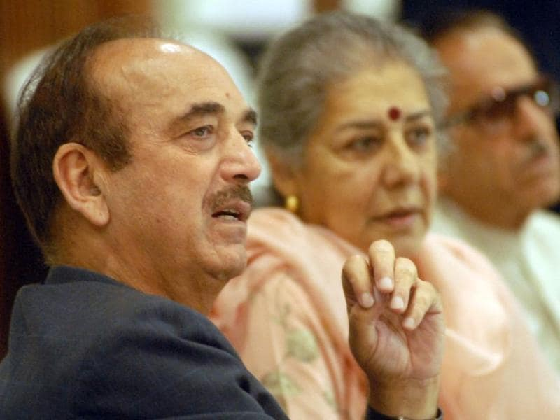 AICC general secretary Ambika Soni along with senior Congress leader Ghulam Nabi Azad and PCC chief Safi-u-din Soz during a Press Conference at SKICC in Srinagar on Tuesday. Waseem Andrabi/ HT