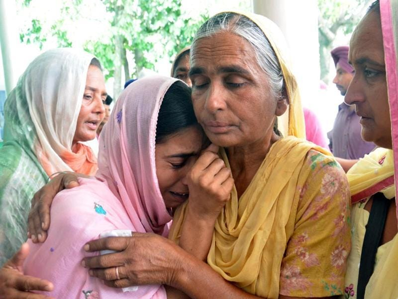 A woman breaks down during prayers held at Baba Budha Ji Sahib Gurdwara for safe return of their loved ones abducted in Iraq, at Kathunangal in Amritsar on Tuesday. Sameer Sehgal/HT