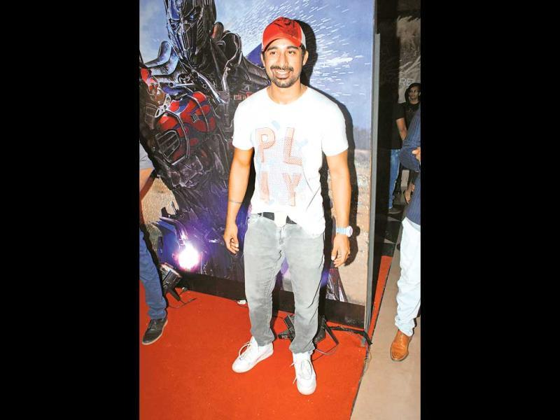 Shutterbugs capture Rannvijay Singh in a casual pose. (Photos: Prodip Guha)