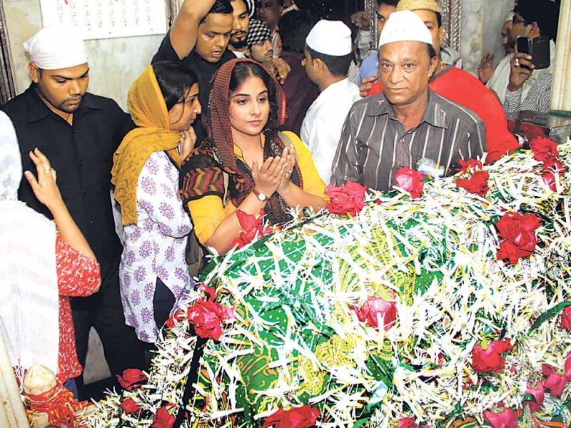 Vidya Balan, currently busy promoting her forthcoming film Bobby Jasoos, visited the Mahim dargah in Mumbai to seek blessings. The film will hit theatres July 4.