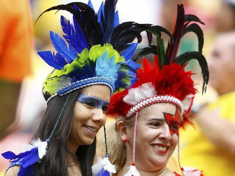 Swiss and Honduras fans attend their 2014 World Cup Group E match at the Amazonia arena in Manaus, (Reuters Photo)