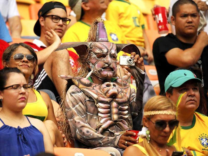 Fans attend the 2014 World Cup Group E match between Honduras and Switzerland at the Amazonia arena in Manaus. (Reuters Photo)