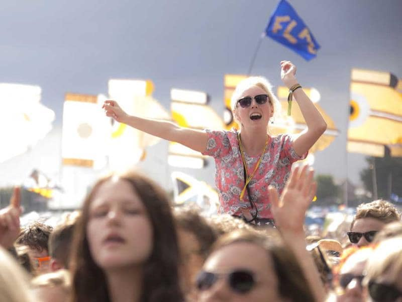A festival goer gestures as she is lifted above the shoulders of the crowd while watching U.S band Haim perform on the Other stage at Glastonbury music festival. (AP photo)