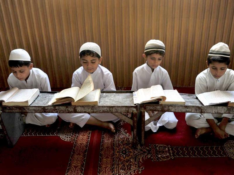 Afghan children read the Quran at a mosque in Jalalabad at the start of the month of Ramadan. (AFP photo)