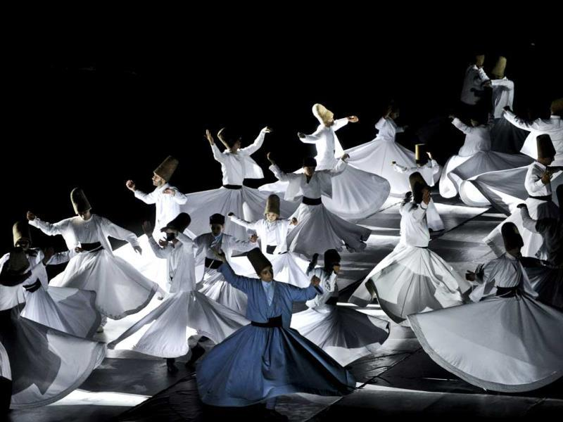 Whirling dervishes perform at the Maltepe Stadium in Istanbul on the eve of Ramadan. (AFP photo)
