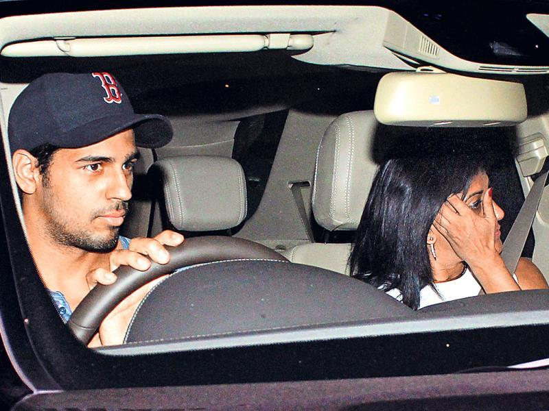 In spite of being a celebrity, Sidharth Malhotra drove his car himself.