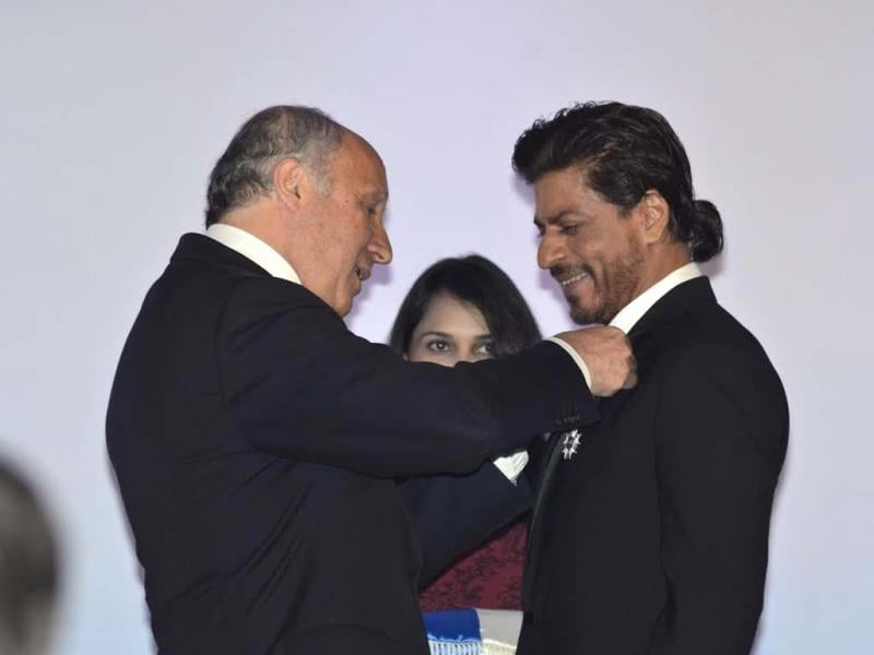 French Foreign Minister Laurent Fabius presents the highest civillian French award to SRK in Mumbai.