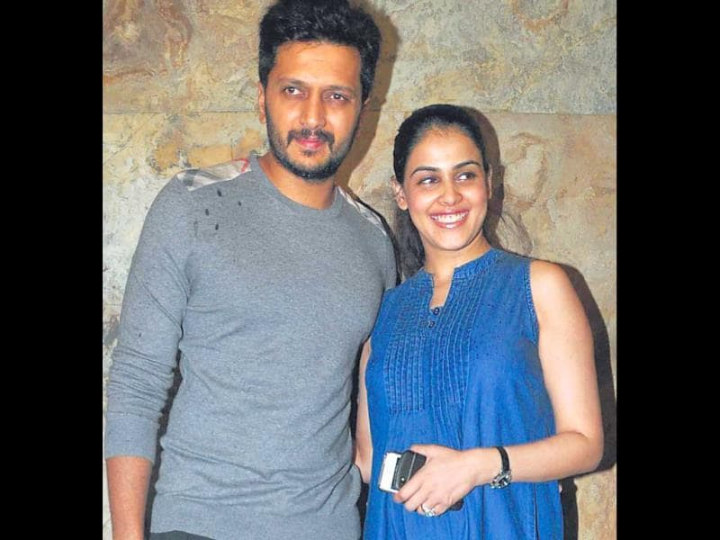 A very radiant and pregnant Genelia was spotted at a movie screening with husband Riteish Deshmukh. (HT Photo/Prodip Guha)