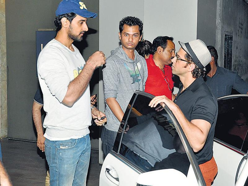 Kunal Kapoor speaks to Hrithik Roshan outside a suburban theatre. (HT Photo/ Viral Bhayani)