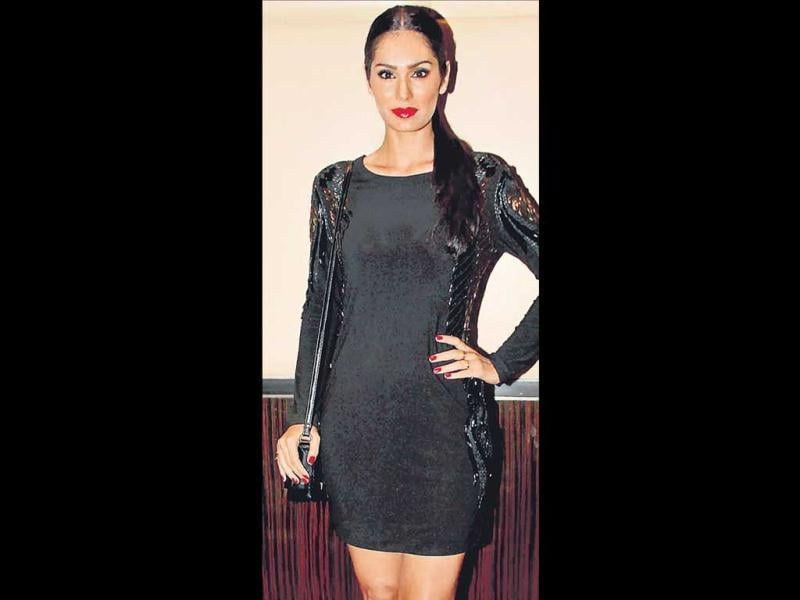 Aglittering evening, held in Mumbai recently, was high on fashion quotient as many known faces from the Hindi film fraternity were seen having a gala time. Many of the actors and models turned up wearing gorgeous black dresses. Leading the black brigade was model-actor Bruna Abdullah. (HT Photo)