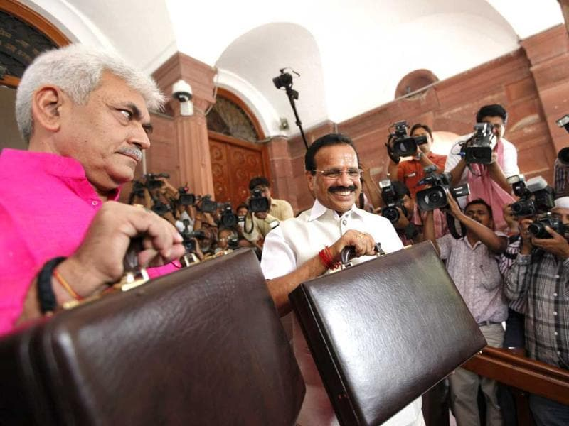 Railways minister Sadanand Gowda and minister of state Manoj Singh arrive to present rail budget at Parliament in New Delhi. (Arvind Yadav/HT Photo)