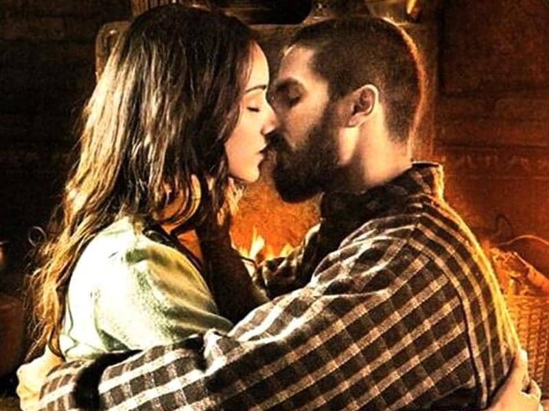 Shahid Kapoor and Shraddha Kapoor in a still from Haider.