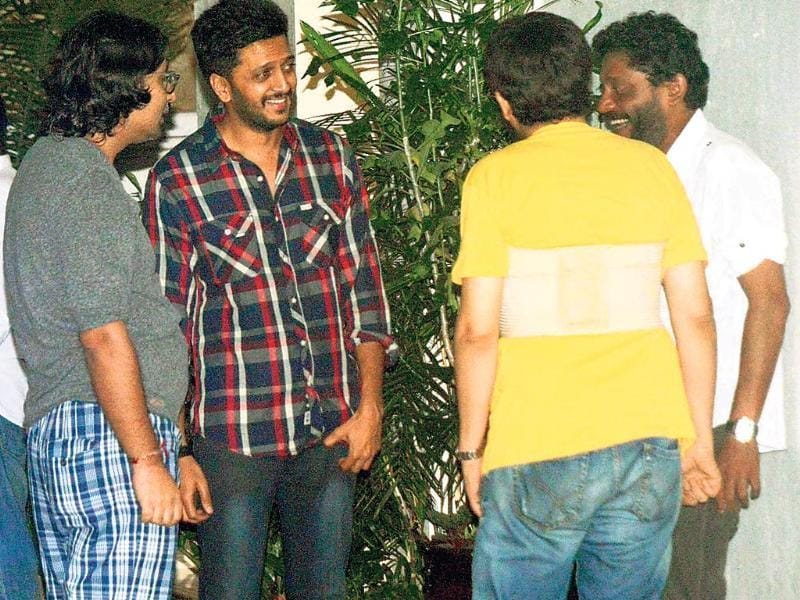 Riteish Deshmukh (second from left) and Nishikant Kamat (extreme right) were seen chatting with their friends outside a city apartment.