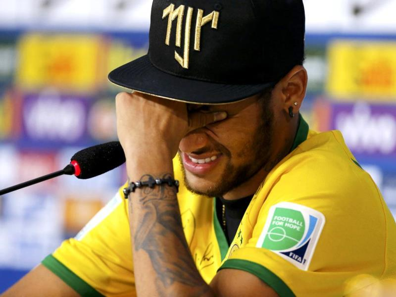 Injured Brazilian national soccer team player Neymar cries during a news conference in Teresopolis, near Rio de Janeiro.(Reuters)