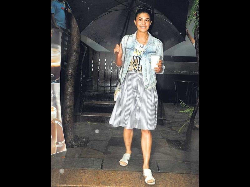 Jacqueline Fernandez, who, in spite of being a celebrity is often spotted in public places, was seen leaving a coffee shop in Khar. (HT photo)