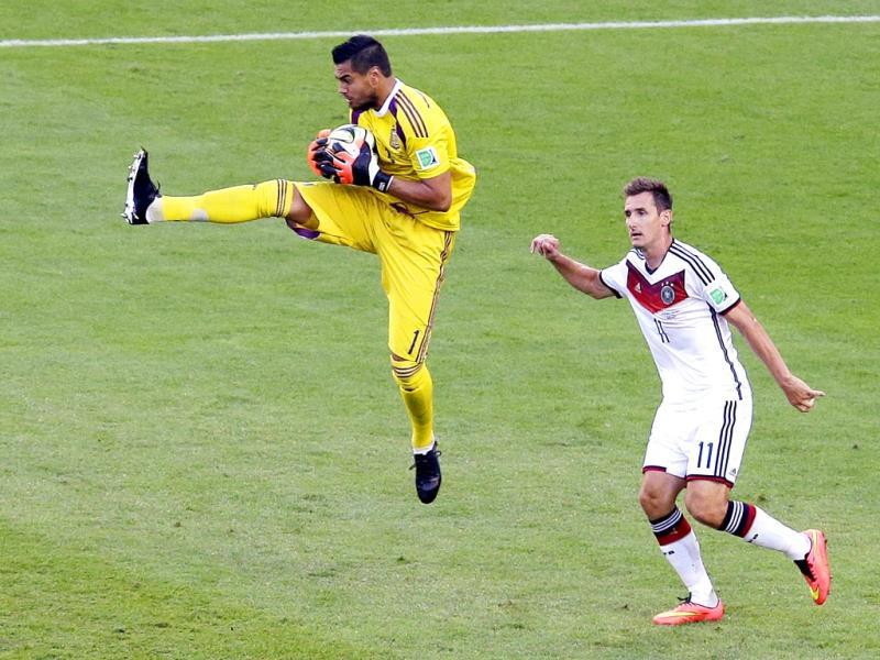 Argentina's goalkeeper Sergio Romero catches the ball next to Germany's Miroslav Klose during the Fifa World Cup final match between Germany and Argentina at the Maracana Stadium in Rio de Janeiro, Brazil. (AP Photo)
