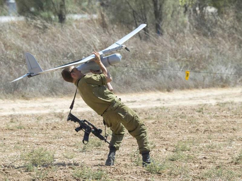 An Israel soldier prepares to launch an Israeli army's Skylark I unmanned drone aircraft, which is used for monitoring purposes at an army deployment area near Israel's border with the Gaza Strip. (AFP Photo)